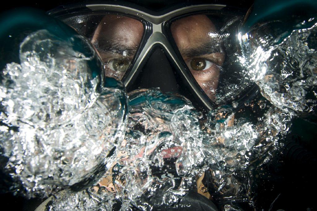 Water-ocean-scuba-diver-mask