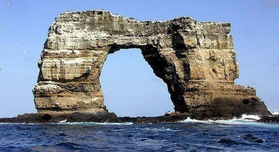 galapagos-ecuador-divingpassport-scubadiving-arch-darwin