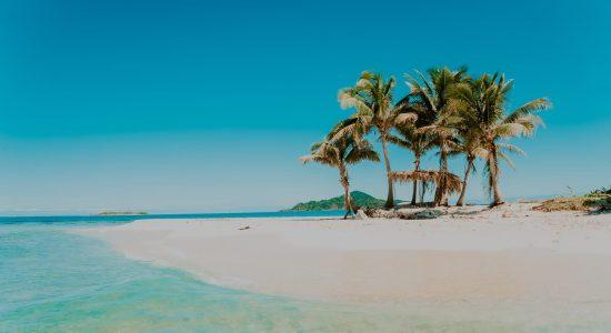 honduras-scubadiving-divingpassport--bay-islands-roatan-utila-guanaja-beach