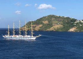 saint-vincent-and-the-granadines-scubadiving-divingpassport-ocean-ship