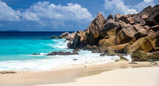 seychelles-divingpassport-scubadiving-beach